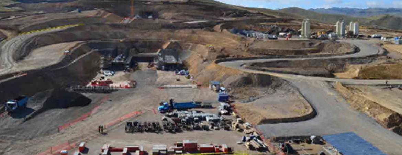 Movimiento de tierras y construcción de accesos y plataformas de planta – Constancia