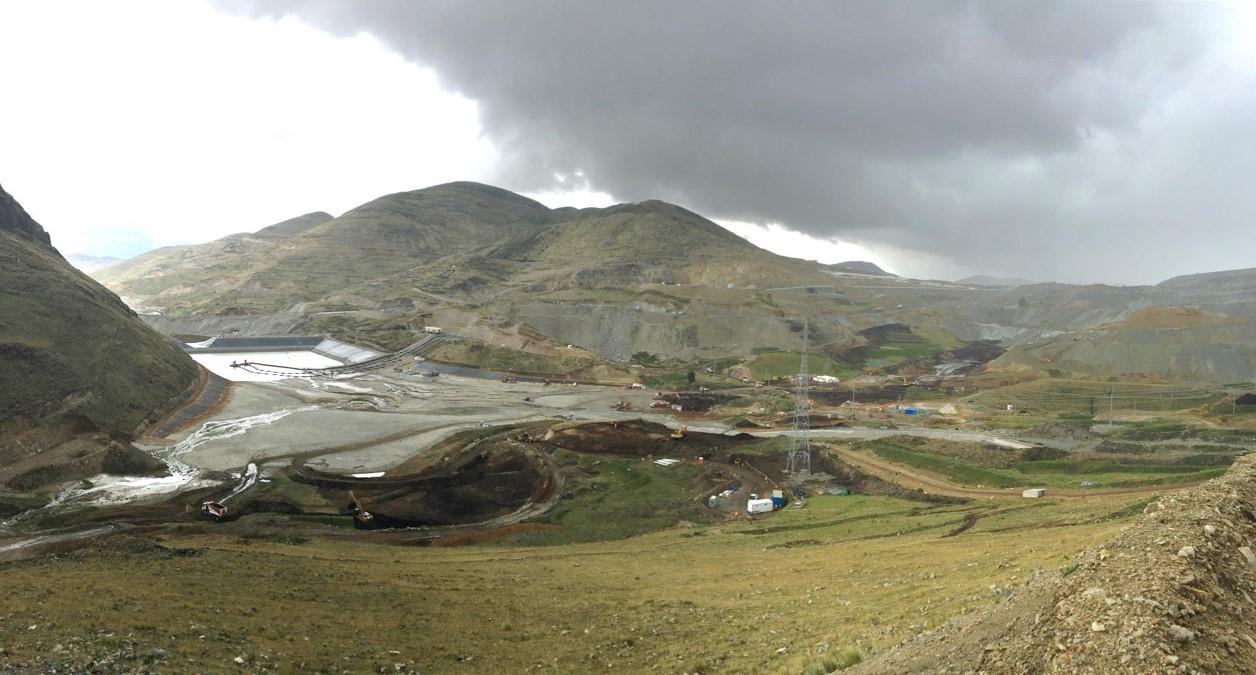 Construcción de rápida descarga de canal de contorno – Las Bambas