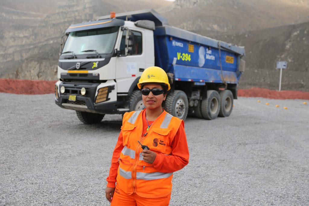 San Martín promueve la formación de mujeres en la conducción de camiones volquete